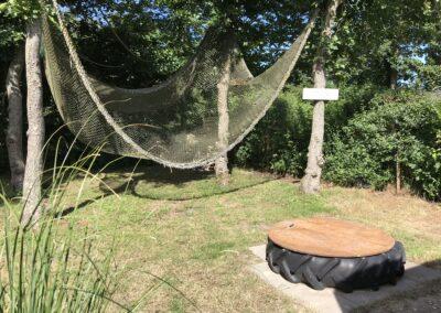 Achterkant Texel tuin klimnet kids