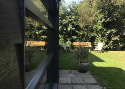 Aanbouw buitenkant met tuin
